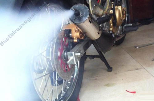 cách xử lý xe máy ra khói trắng
