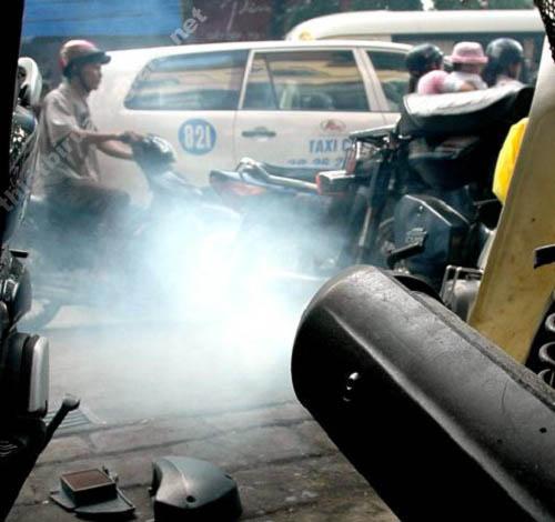 Xe máy bị lỗi kỹ thuật cũng khiến ống xả có khói trắng