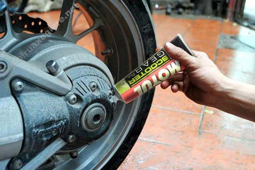 Thay dầu láp giúp xe hoạt động êm ái hơn