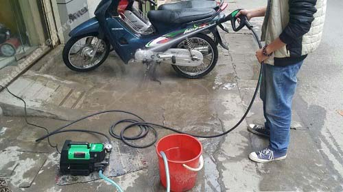 Máy bơm tăng áp dùng để rửa xe