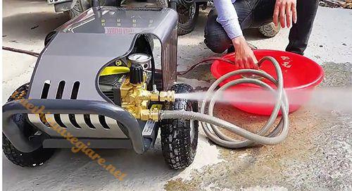 Máy xịt rửa xe cao áp