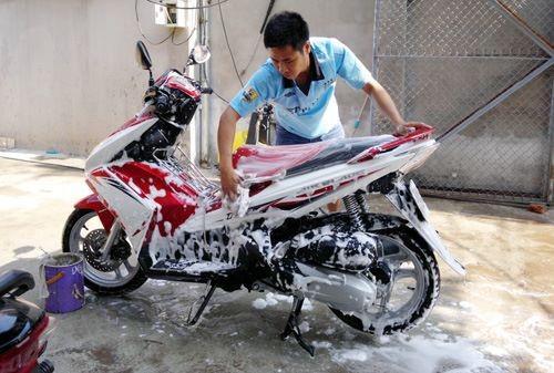 Rửa xe giúp lớp sơn bên ngoài luôn sạch sẽ