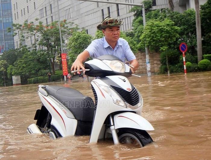 Cần bảo dưỡng các bộ phận xe sau khi lội nước