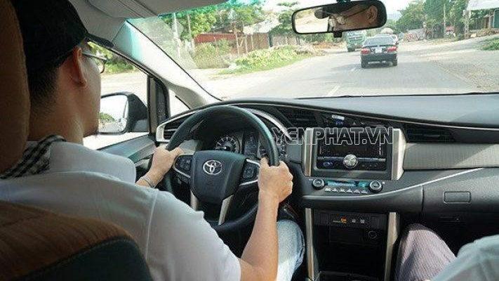Đây là cách cầm vô-lăng an toàn, hiệu quả nhất khi lái