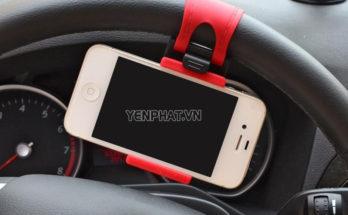 Sử dụng phụ kiện điện thoại gắn trên vô lăng tiềm ẩn nguy cơ gây tai nạn