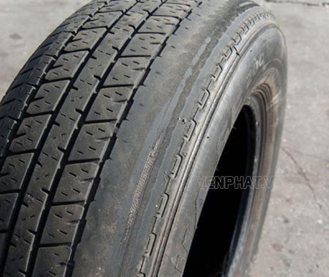 Lốp xe bị mòn lệch một bên do góc camber bị lệch