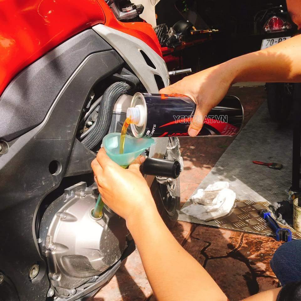 Dầu máy là nhiên liệu quan trọng điều hành hoạt động của xe