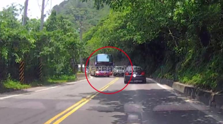 Việc vượt các xe lớn rất nguy hiểm khi tay lái còn non