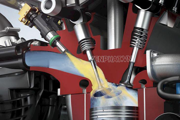 Hệ thống EFI phun xăng vào đường nạp của động cơ xe.