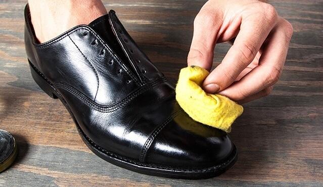 Đừng bỏ qua bước dưỡng giày