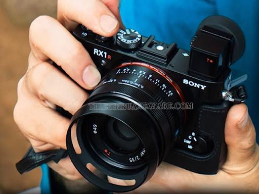 máy ảnh cơ và máy ảnh kỹ thuật số