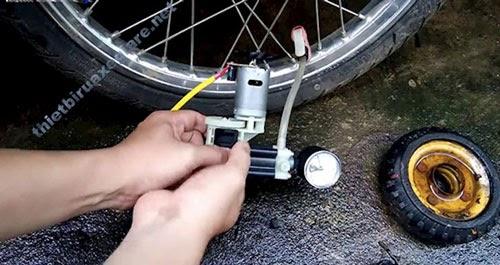 bơm lốp xe máy bao nhiêu PSI