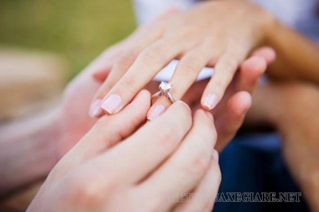 tại sao đeo nhẫn cưới ở ngón áp út